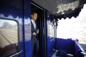 obama-steps-of-train